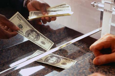 Как вложить деньги в банк